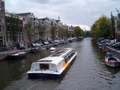 rondvaart door kanalen van Amsterdam