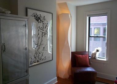 modern interieur met kast en schilderij