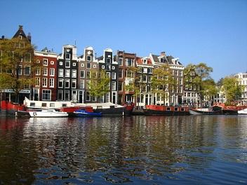 kanaal in amsterdam